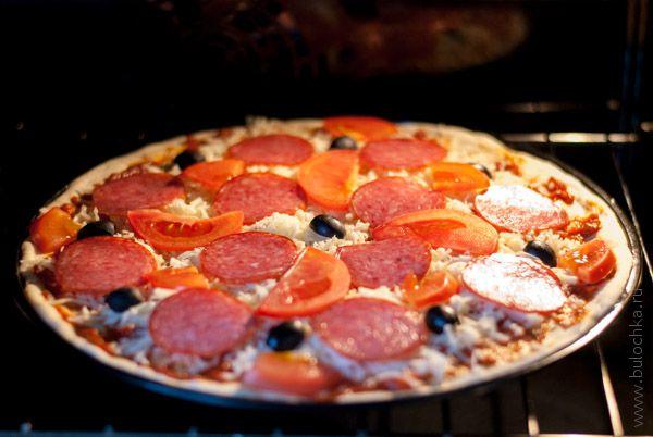 Отправляем пиццу в духовку
