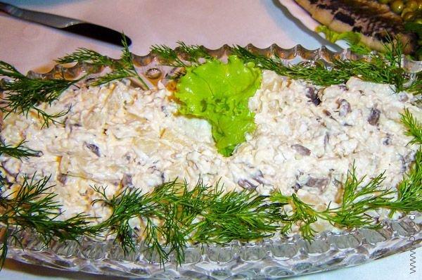 Салат с курицей и ананасами «Барский» готов!