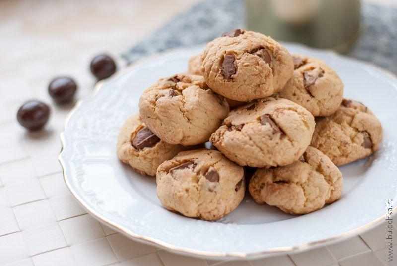 Печенье скусочками шоколада