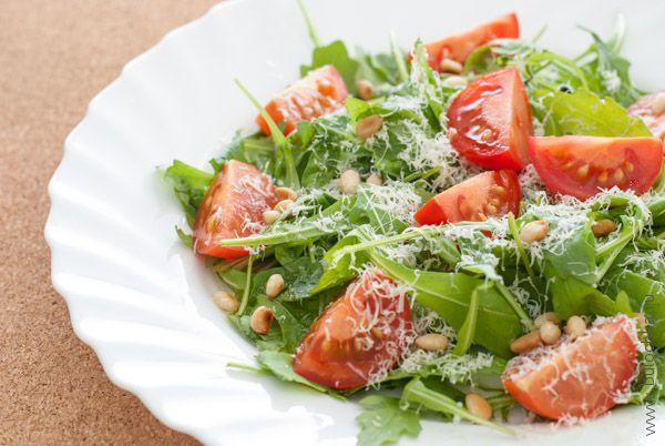 Салат с рукколой готов