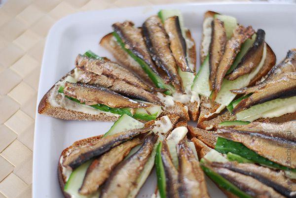 Готовые бутерброды со шпротами