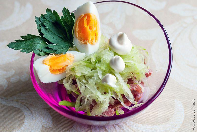 Салат средькой иколбасой