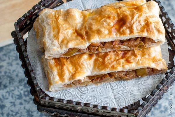 Пирог с яблоками из слоеного теста а-ля яблочный штрудель по рецепту мамы