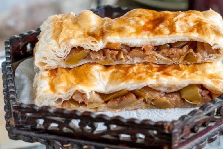 Пирог с яблоками из слоеного теста рецепт с фото пошагово в духовке