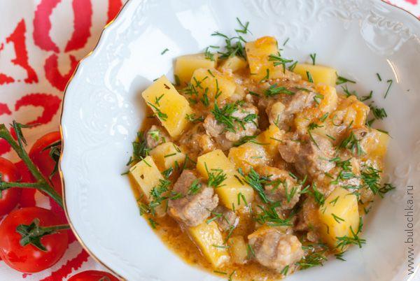 Картофель тушёный с мясом готов!
