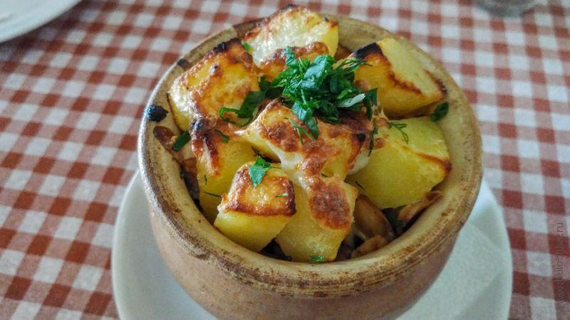 Картофель в горшочке в кафе «Харчевня», г. Суздаль