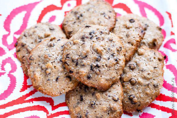 Печенье с морской солью, шоколадом и орехами готово!
