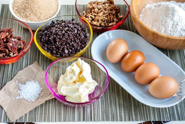 Ингредиенты для приготовления печенья с шоколадом, орехами и морской солью