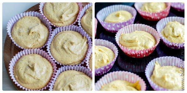 Наполняем формочки для выпечки кексов тестом и отправляем в духовку