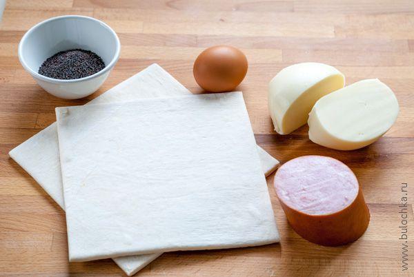 Ингредиенты для приготовления слоекс с сыром и ветчиной из слоёного теста
