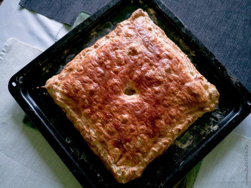 Пирог с мясом и картофелем из слоёного теста «Кубэтэ» готов!