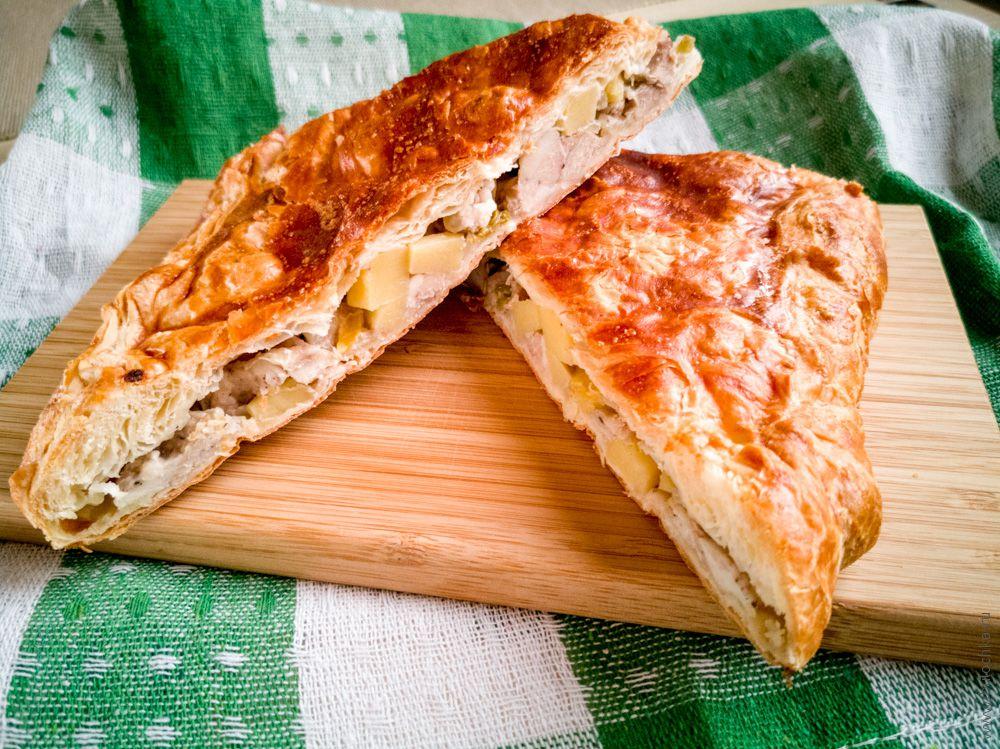 Пирог с мясом из слоеного теста Кубэтэ