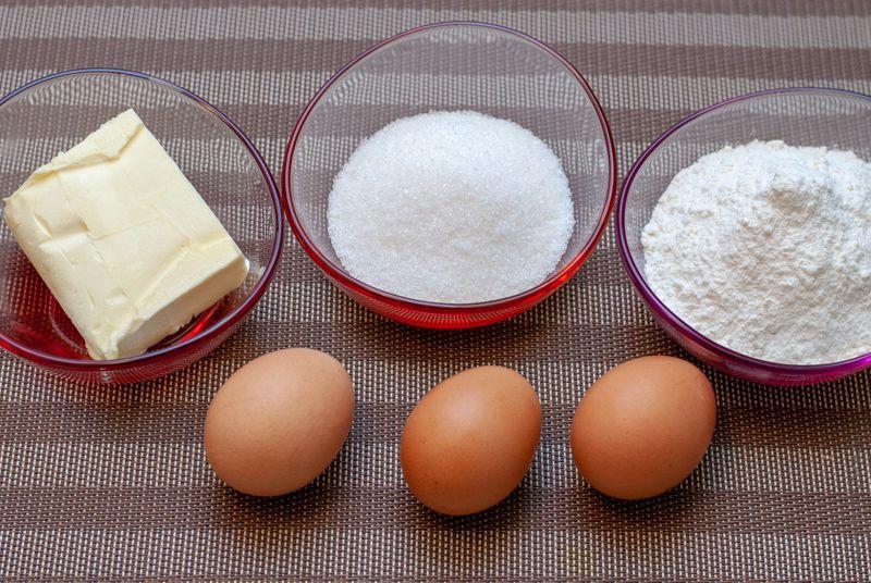 Ингредиенты для вафельных трубочек в мультипекаре