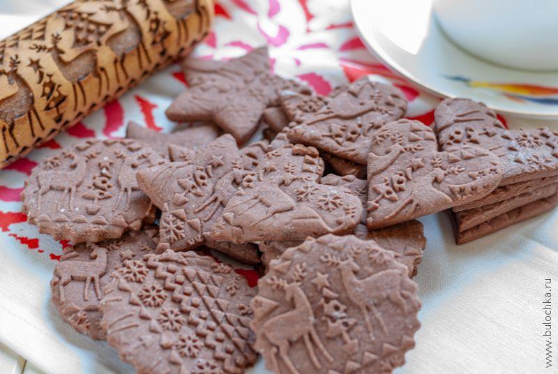 Скалка с рисунком прекрасно подходит для приготовления имбирного печенья