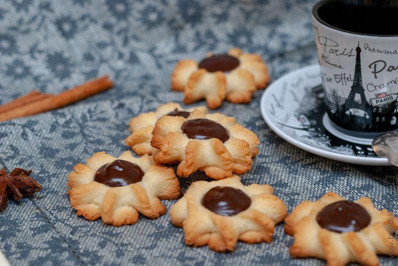 Печенье курабье с шоколадом готово!