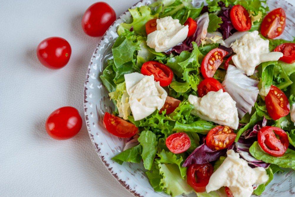 Рецепт с фото: Салат с помидорами черри и бурратой
