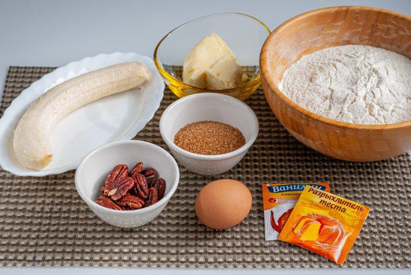Ингредиенты для приготовления бананового печенья с орехами