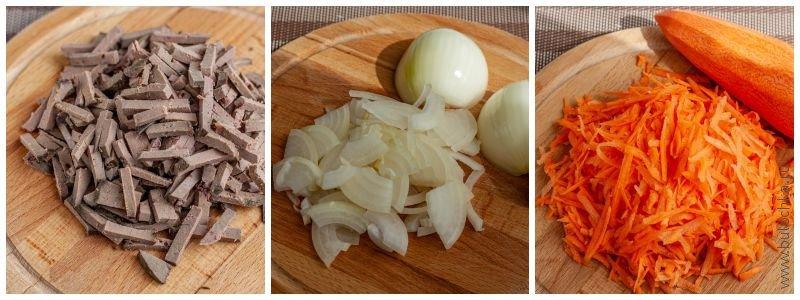Нарежем печень, лук, морковь