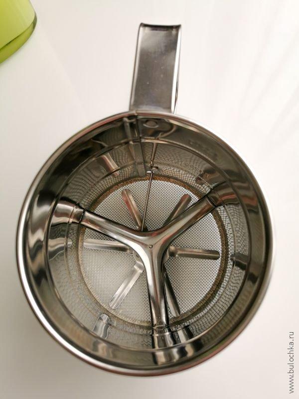 Кухонный гаджет: Кружка-сито для просеивания муки