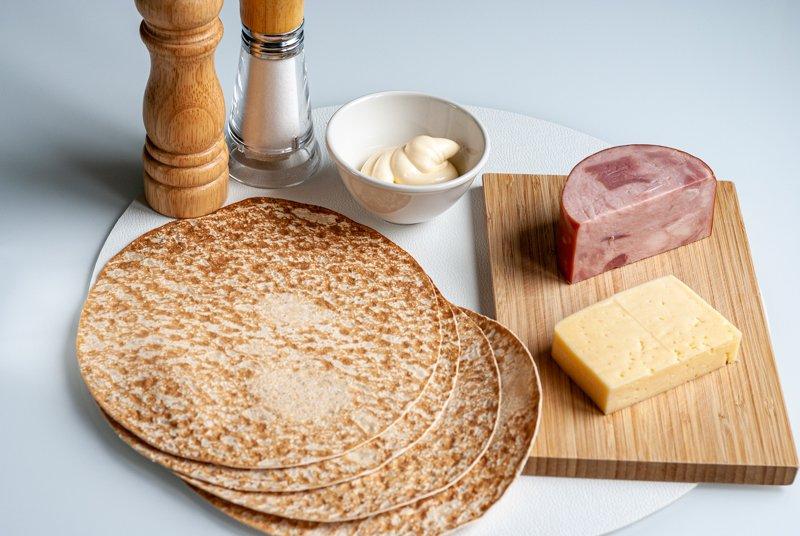 Ингредиенты для лаваша с начинкой из ветчины и сыра