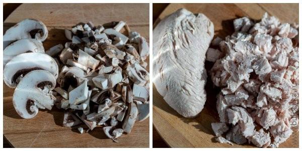 Режем грибы и курицу (или индейку)