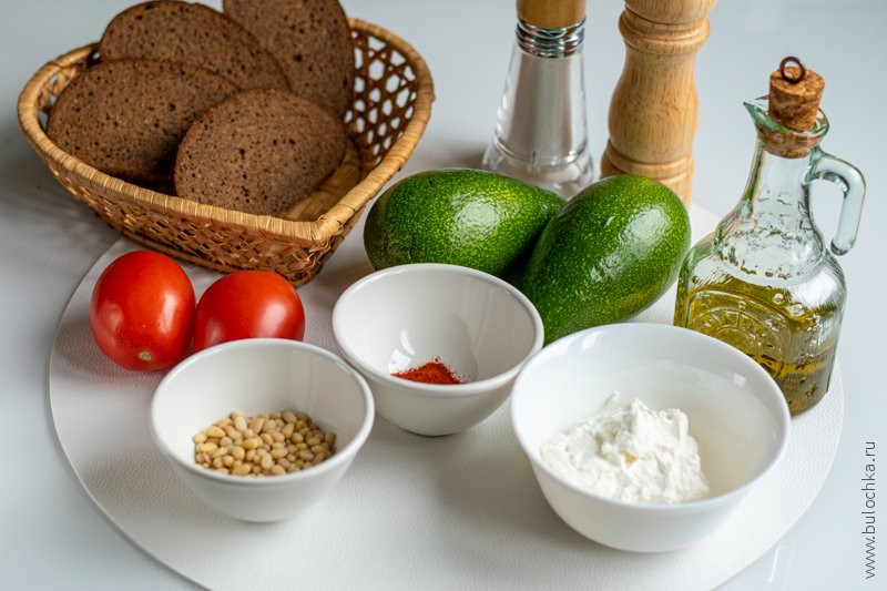 Ингредиенты рецепта пюре из авокадо для бутербродов