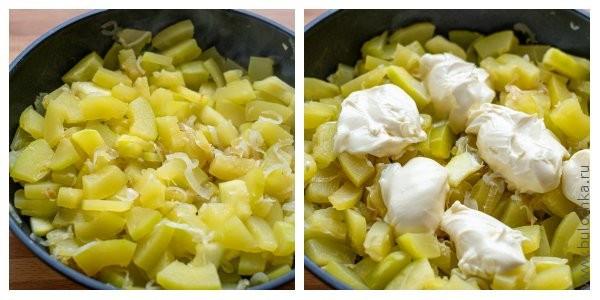 Тушим кабачки 10-15 минут, добавляем плавленый сыр