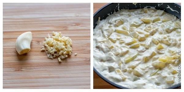 Режем мелко чеснок, размешиваем сыр до однородного состояния