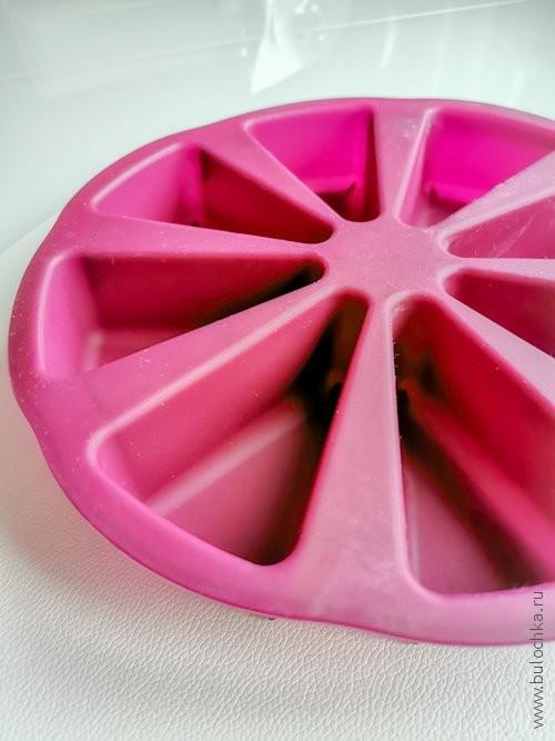 Кухонный гаджет: силиконовая форма для выпечки с секторами