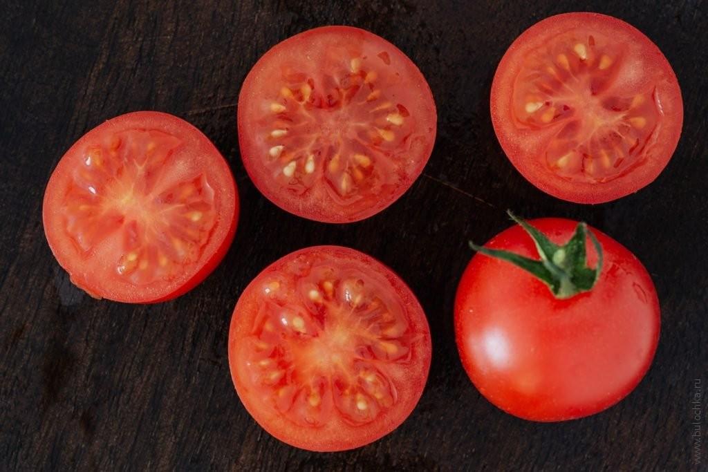 Омлет на кефире - порежем томаты