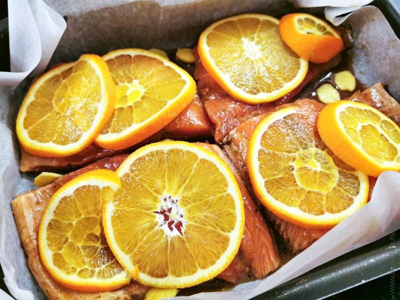Форель, запеченная в духовке с апельсинами