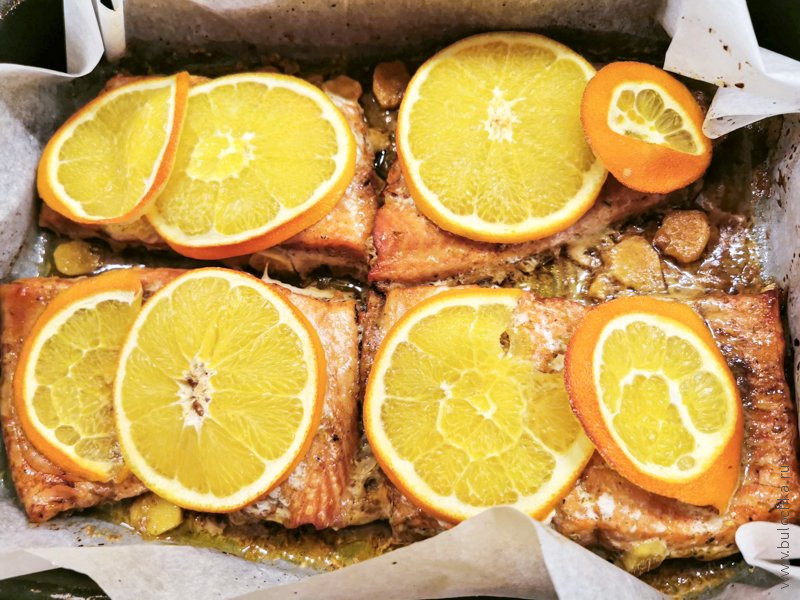 Готовая форель, запеченная в духовке с апельсинами