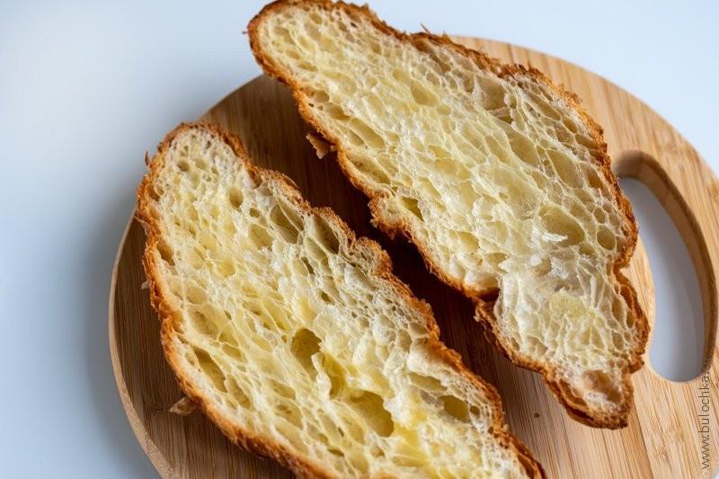 Круассан с сёмгой и сливочным сыром — разрезаем круассан пополам