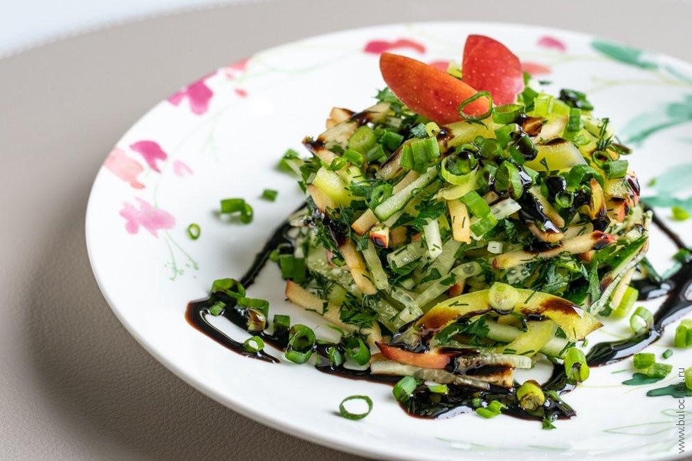 Салат согурцом ияблоком