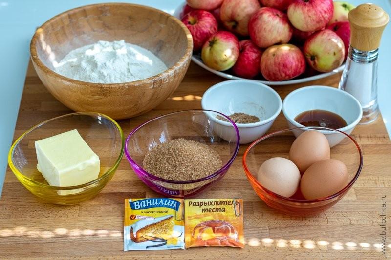 Пряная шарлотка с мёдом — ингредиенты рецепта